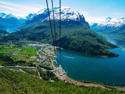 Loen Skylift, Via Ferrata Loen en een wandeling naar de berg Skala