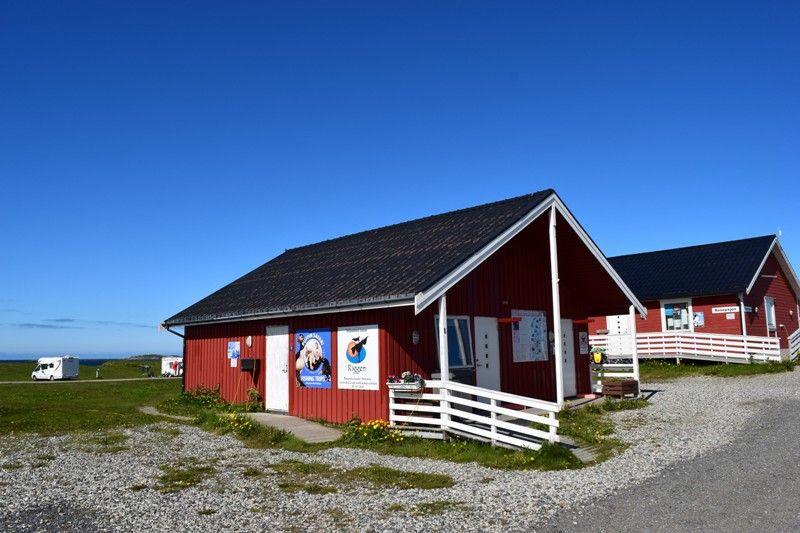Andenes Camping receptie en sanitairgebouw