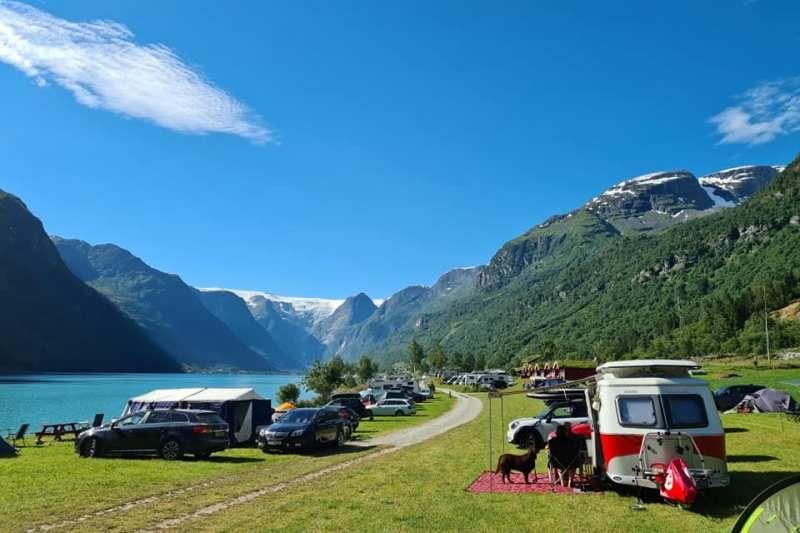 Gryta Camping uitzicht en kampeerplaatsen