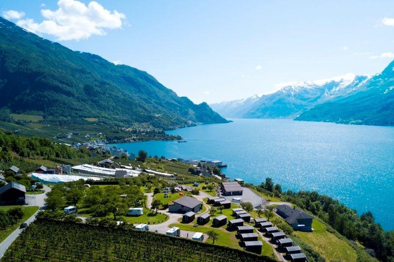 Lofthus Camping Ligging aan Hardangerfjord