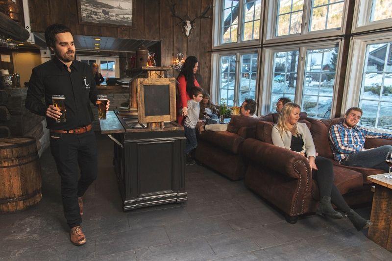 Nordal Turistsenter Lom pub