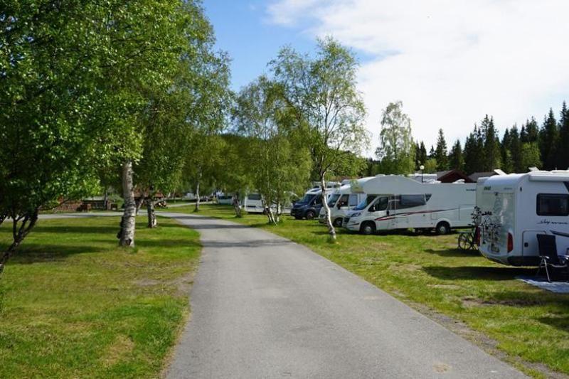 PlusCamp Mosjoen Camping kampeerplaatsen op gras