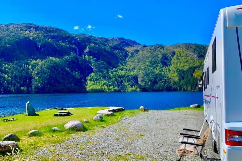 Rullestad Camping kampeerplaatsen aan het water