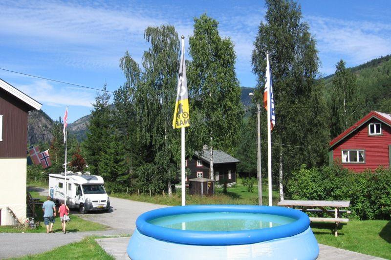 Stavn Camping og Hytter entree met zwembadje