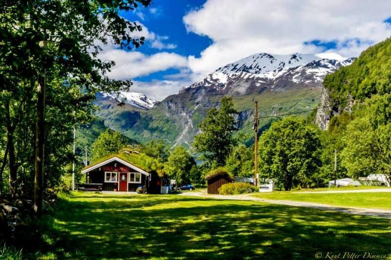 Vinje Camping Geiranger receptie & uitzicht